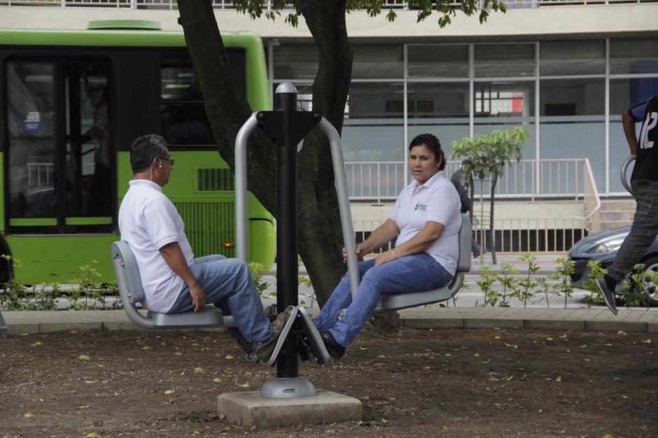 Algunos vecinos aprovecharon el día para estirar los músculos. (Foto: Fredy Hernández/Soy502)