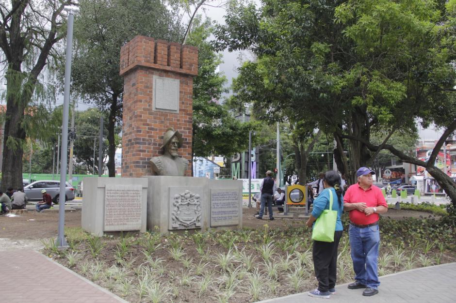 El monumento a Bernal Díaz del Castillo también fue restaurado. (Foto: Fredy Hernández/Soy502)