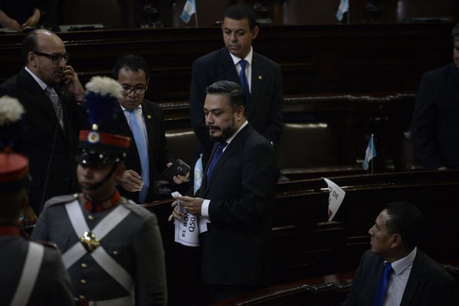 Javier Hernández se percató y decidió romperlos. (Foto: Wilder López/Soy502)