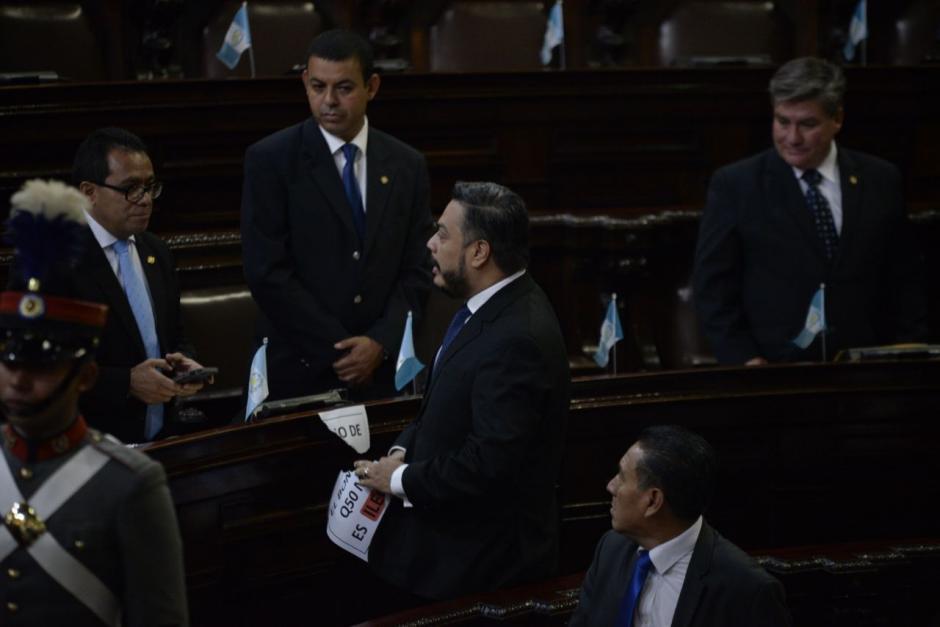 Una breve discusión se inició entre los parlamentarios. (Foto: Wilder López/Soy502)