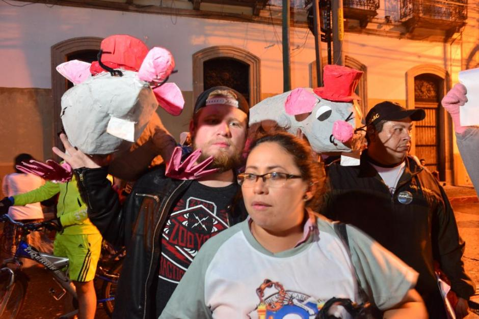Los manifestantes portan distintas maneras de hacerse escuchar. (Foto: Jesús Alfonso/Soy502)
