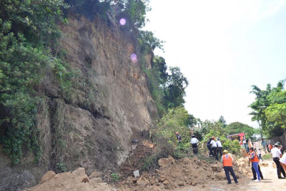 El desprendimiento de tierra mantiene inhabilitada la ruta. (Foto: Jesús Alfonso/Soy502)