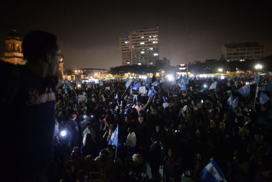 La plaza se llenó de ciudadanos. (Foto: WIlder López/Soy502)