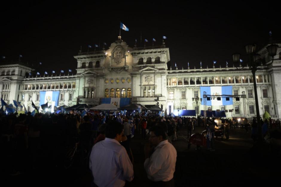 El Palacio Nacional fue el marco de la manifestación. (Foto: Wilder López/soy502)