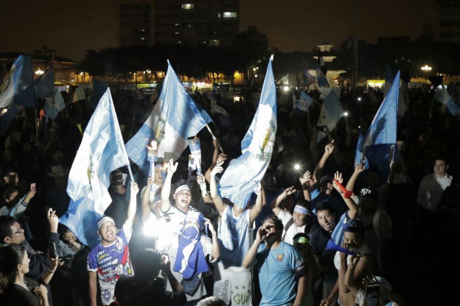 Los guatemaltecos siguen manifestando pacíficamente. (Foto: Alejandro Balán/Soy502)