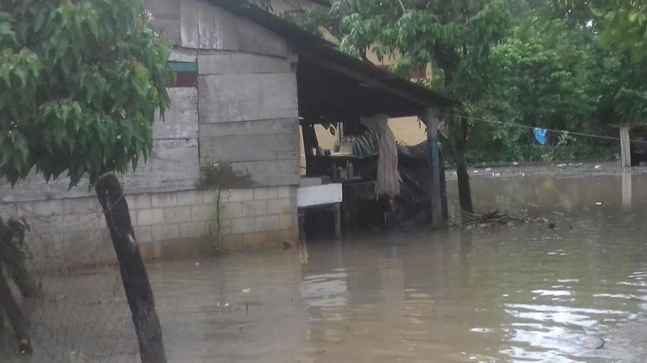 Las Cruces, Petén, es uno de los lugares afectados por las fuertes lluvias. (Foto: Conred)