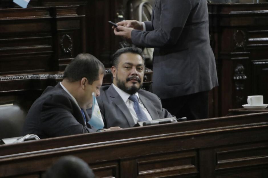 Varios diputados asistieron una hora antes de lo previsto al Congreso. (Foto: Alejandro Balán/Soy502)