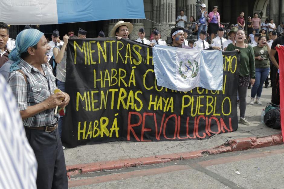Los manifestantes acuedieron desde las 8 horas a la Plaza de la Constitución. (Foto: Alejandro Balán/Soy502)