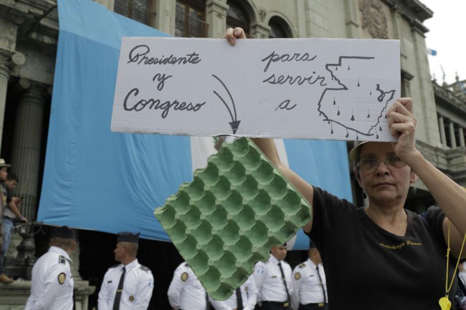 La tarde del jueves, los manifestantes tomaron la Plaza de la Constitución. (Foto: Alejandro Balán/Soy502)
