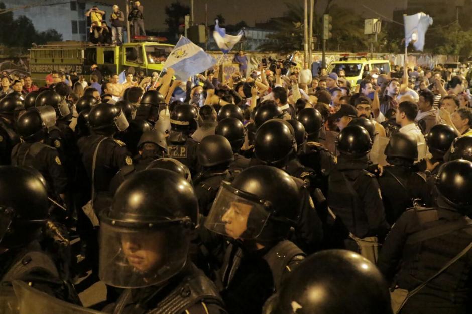 Las personas manifestaron su descontento por la forma en la que fueron replegados. (Foto: Alejandro Balan/Soy502)