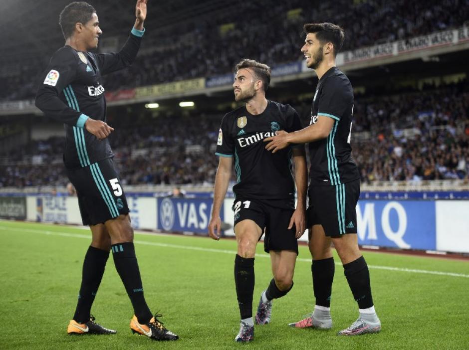 Los jugadores del Real Madrid celebraron las anotaciones que obtuvieron. (Foto: AFP)