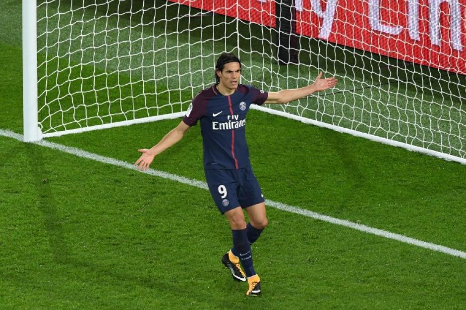 Cavani falló un penal antes de finalizar el partido. (Foto: AFP)