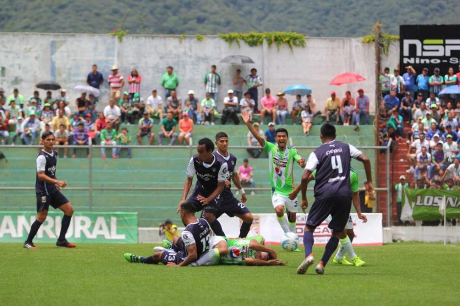 En total, el árbitro extrajo 9 tarjetas amarillas. (Foto: Damaris Ortiz/Antigua GFC)