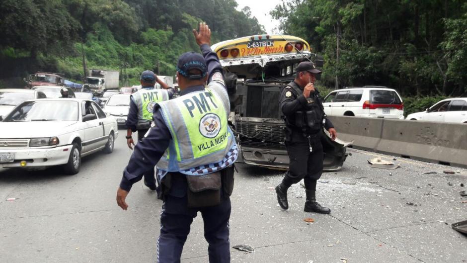 En la cuesta de Villa Lobos hay tráfico por el accidente. (Foto: PMT Villa Nueva)
