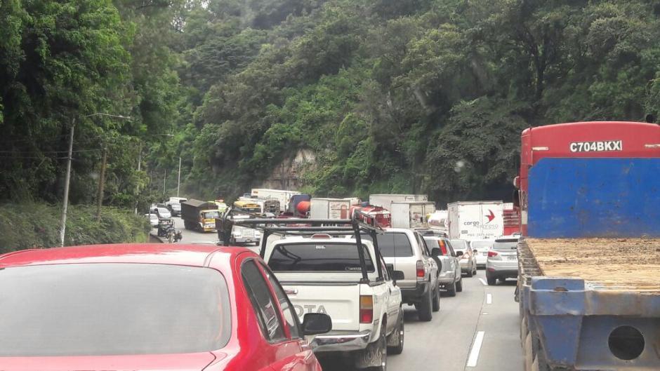 Así está la fila de vehículos para ingresar a la ciudad. (Foto: PMT Villa Nueva)
