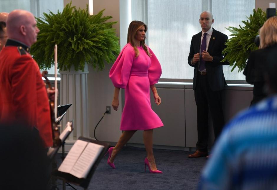 Melania Trump llamó la atención por su vestido. (Foto: AFP)
