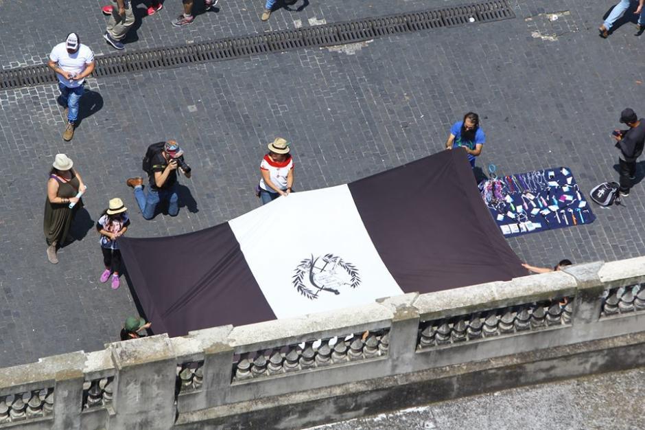 De luto se mostraron las personas ante la corrupción. (Foto: Alexis Batres/Soy502)