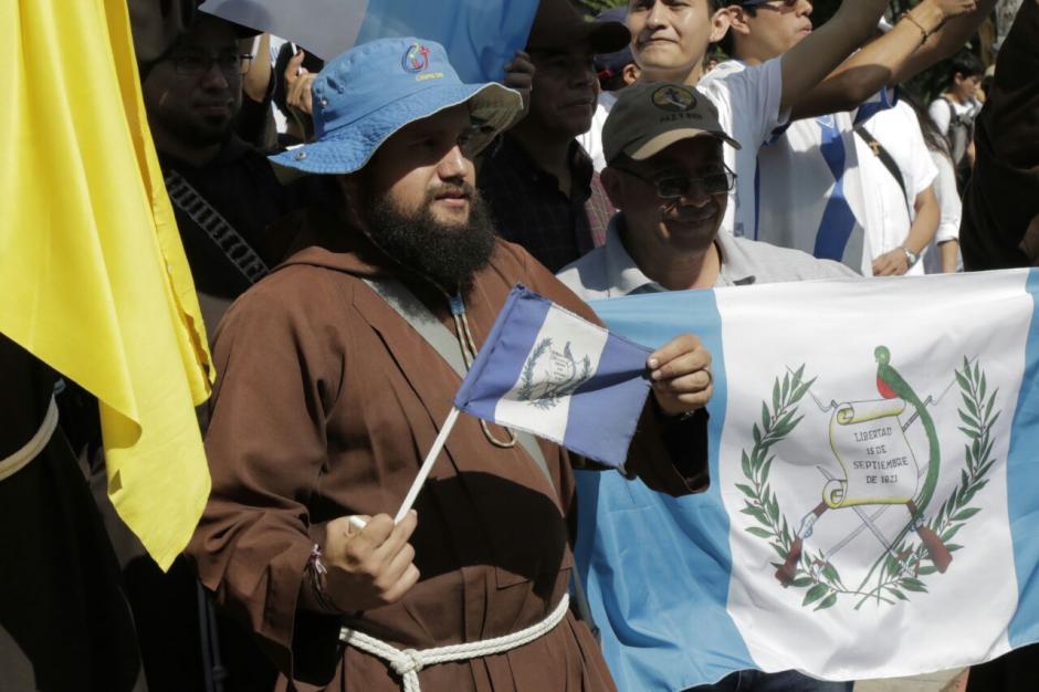 Un grupo de franciscanos se unió a la marcha. (Foto: Alejandro Balán/Soy502)