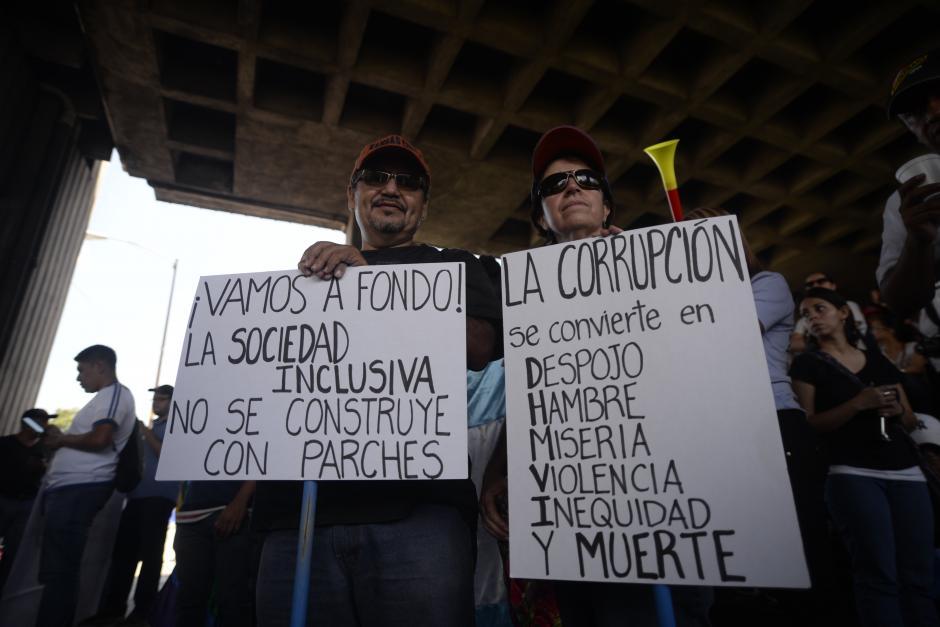 Consignas y carteles en contra de la corrupción. (Foto: Wilder López/Soy502)