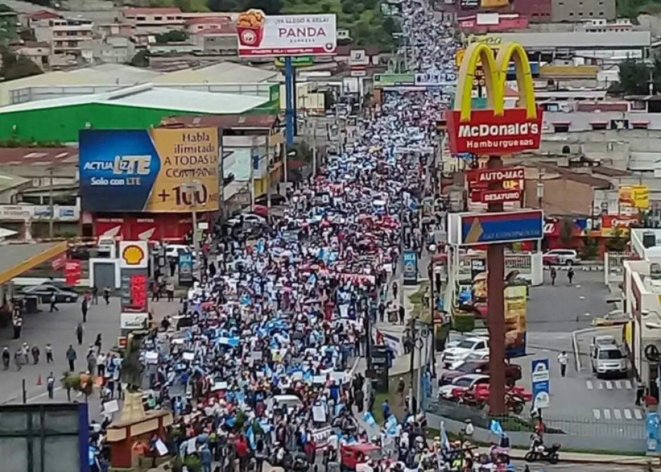 Los pobladores salieron a las calles a manifestar. (Foto: Stereo100)