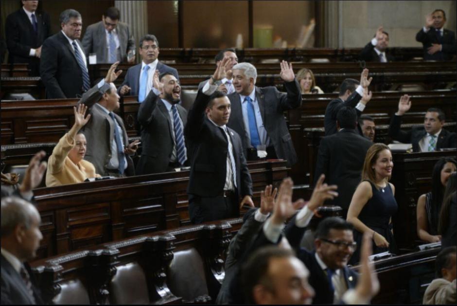 Piden antejuicio contra 107 diputados que aprobaron reformas