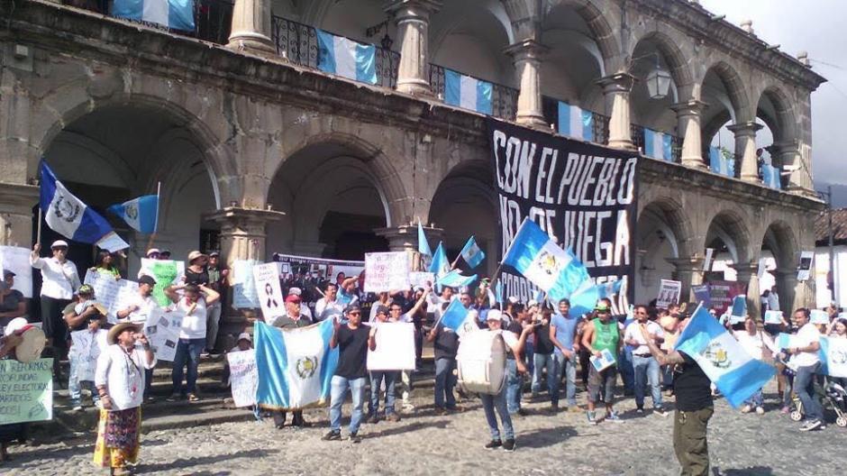 En Antigua Guatemala también se realizaron manifestaciones. (Foto: Usuario redes sociales)