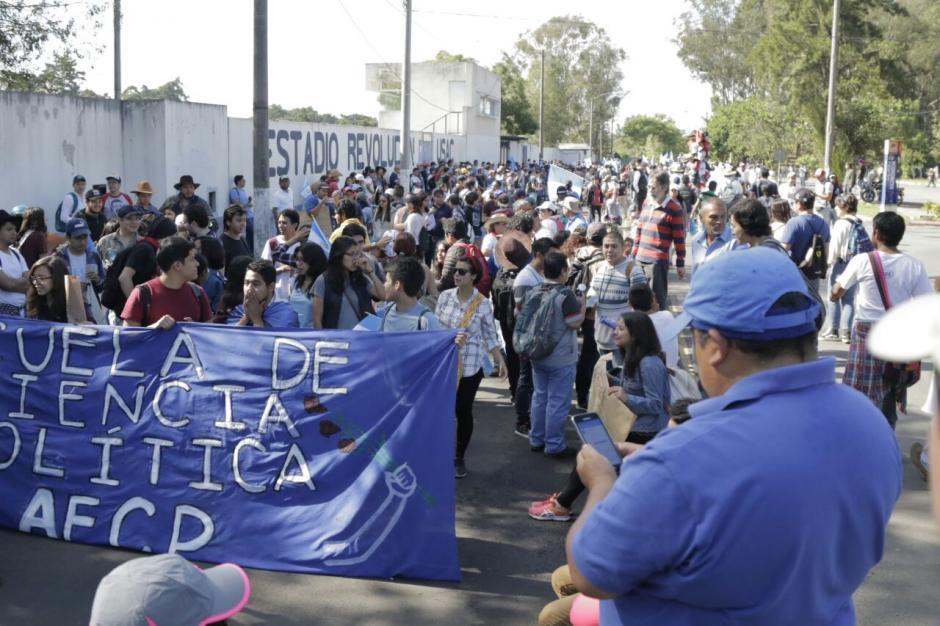 Las consignas son la renuncia de diputados y el antejuicio de Jimmy Morales. (Foto: Alejandro Balán/Soy502)