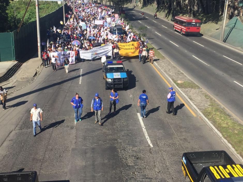 Delegados de la PDH se desplazan con cada uno de los grupos que se dirigen, desde diversos puntos, hacia el Centro Histórico. (Foto: PDH)