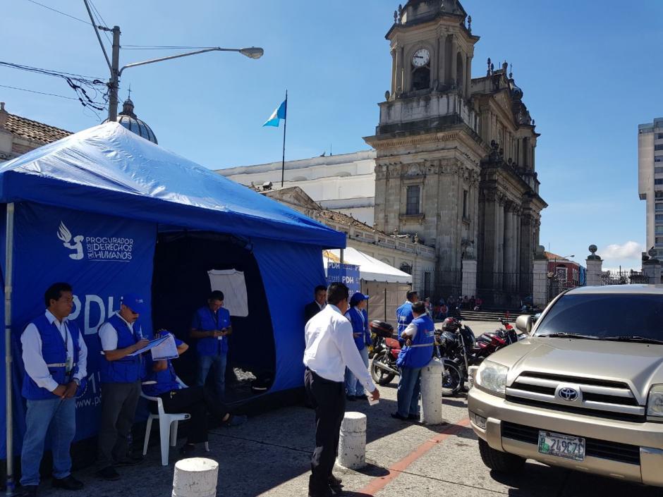 La PDH instaló un grupo de apoyo en la Plaza de la Constitución para auxiliar a los manifestantes. (Foto: PDH)