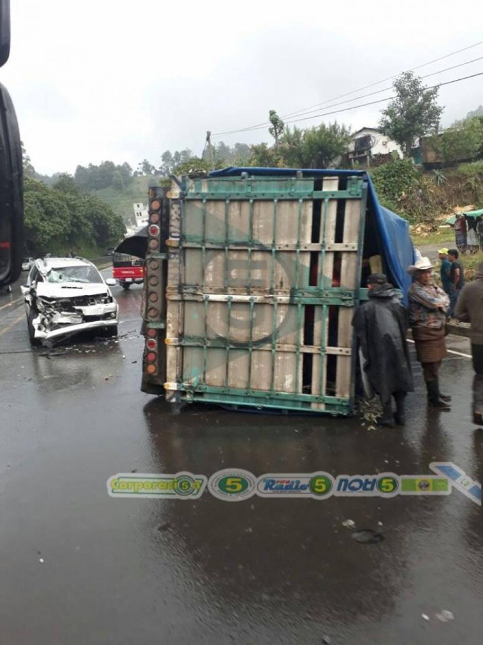 El vehículo del diputado chocó contra un camión en la ruta Interamericana. (Foto: Facebook/noti5 solola)