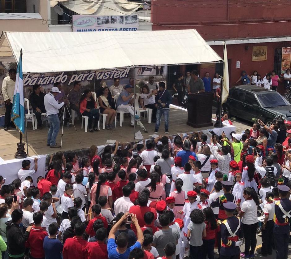 Jorge Vega fue recibido como héroe en su natal Jocotenango. (Foto: JC Velásquez)