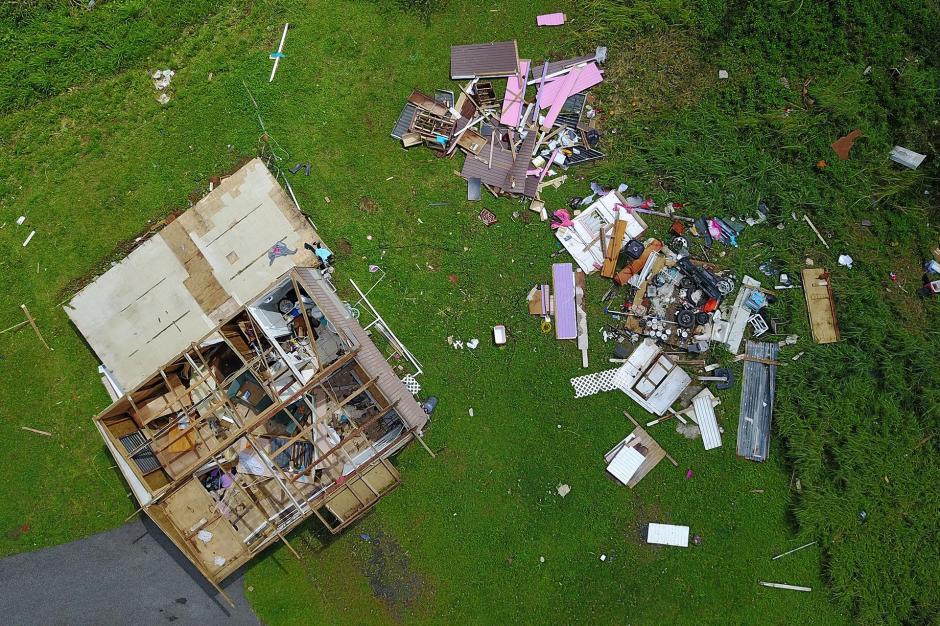 A lo largo de toda la isla, las calles estaban aún llenas de escombros dejados por el huracán. (Foto: AFP)