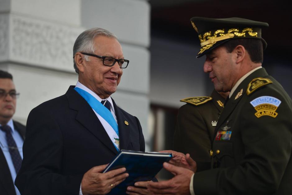 Mansilla junto al presidente Alejandro Maldonado. (Foto: archivo/Soy502)