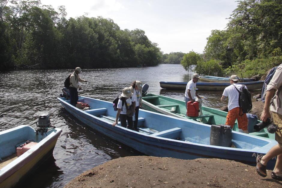 Para transportarse entre las aldeas que conforma el área de protección es necesario utilizar lanchas. (Foto: Fredy Hernández/Soy502)