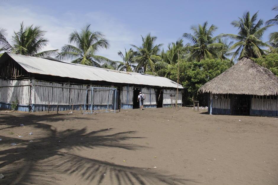 El poblado cuenta con una escuela donde se imparten clases únicamente tres veces a la semana. (Foto: Fredy Hernández/Soy502)