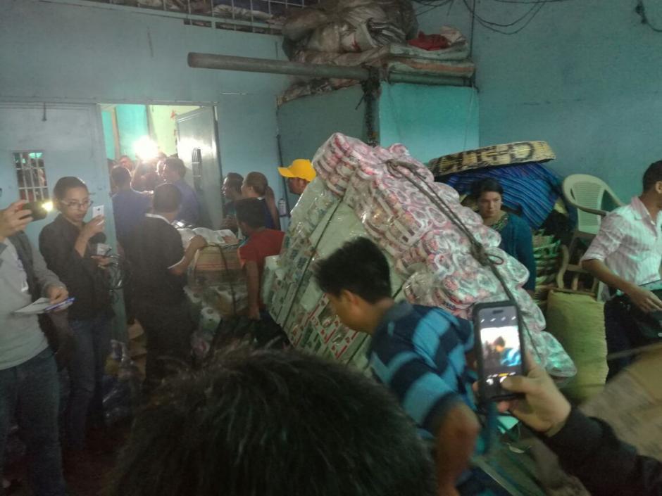 Inquilinos organizados en La Terminal donaron víveres a damnificados en México. (Foto: Jorge Sente/NuestroDiario)