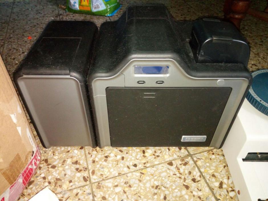 Una impresora de tarjetas se localizó en la zona 18. (Foto: PNC)