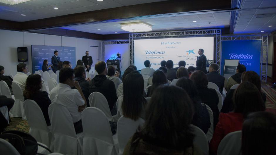 Fundación Telefónica y Fundación Bancaria la Caixa llevaron a cabo el lanzamiento del Aula Digital. (Foto:Victor Xiloj/Soy502)