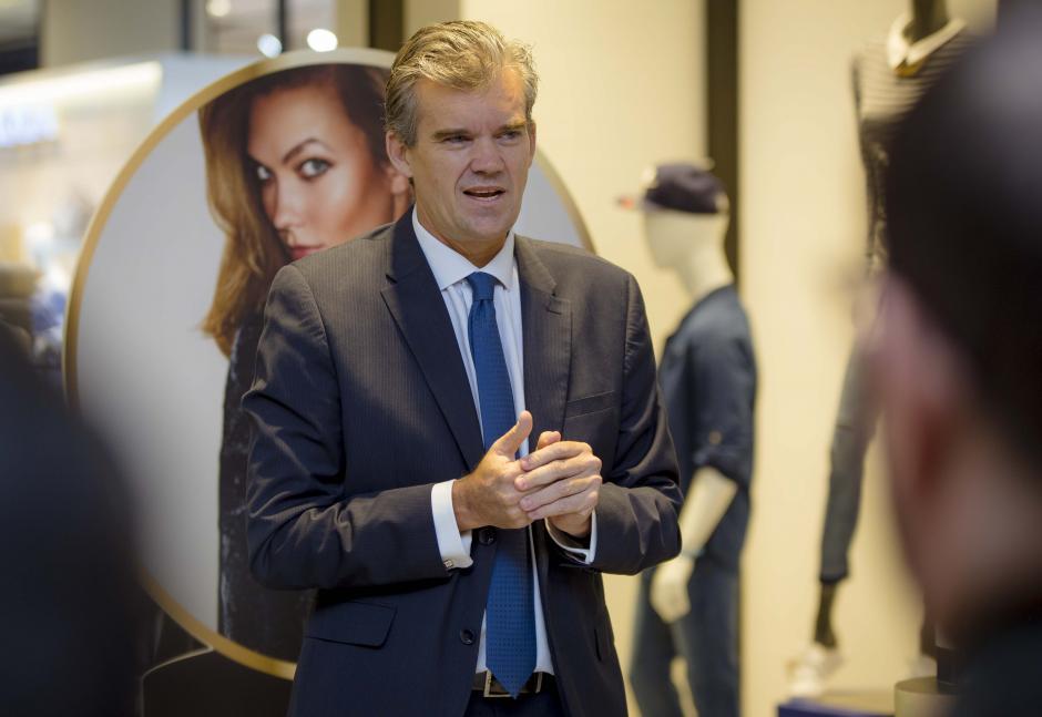 Kay Schnoor, gerente general de Perfumerías Fetiche, habló sobre la nueva fragancia. (Foto: George Rojas/Soy502)