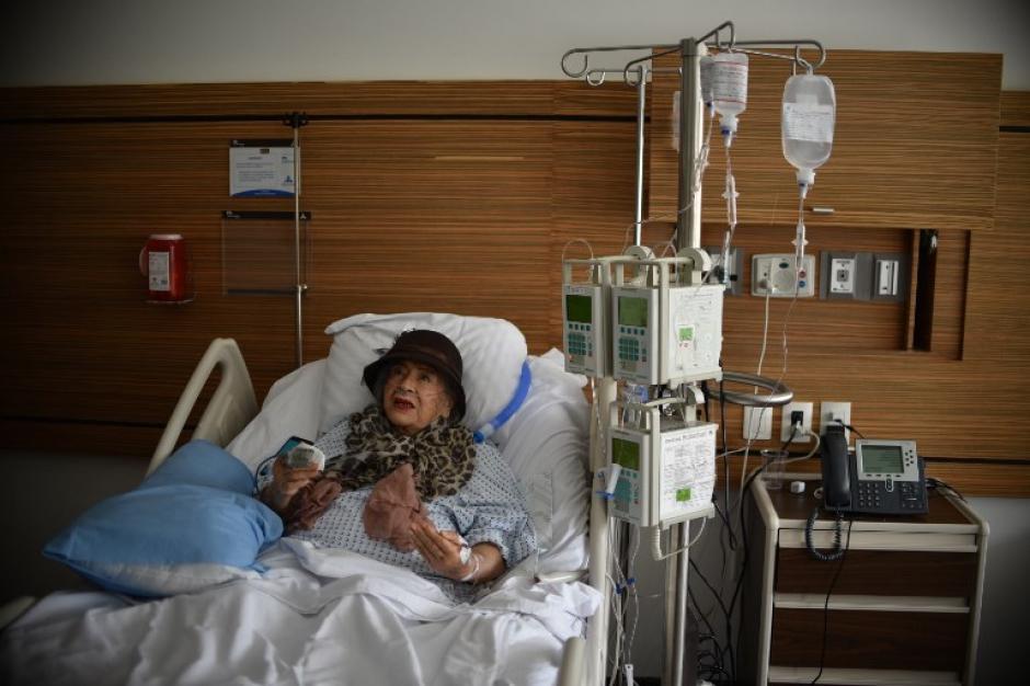 La mujer se recupera en un hospital de las lesiones que tuvo durante el incidente. (Foto: AFP)