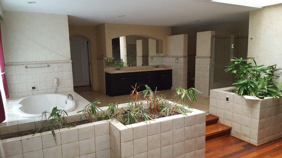 Este es el baño principal de la residencia. (Foto: MP)