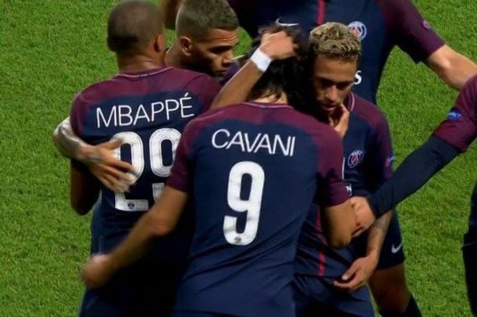 Dani Alves fue pieza clave para romper la polémica entre Neymar y Cavani. (Foto: AFP)