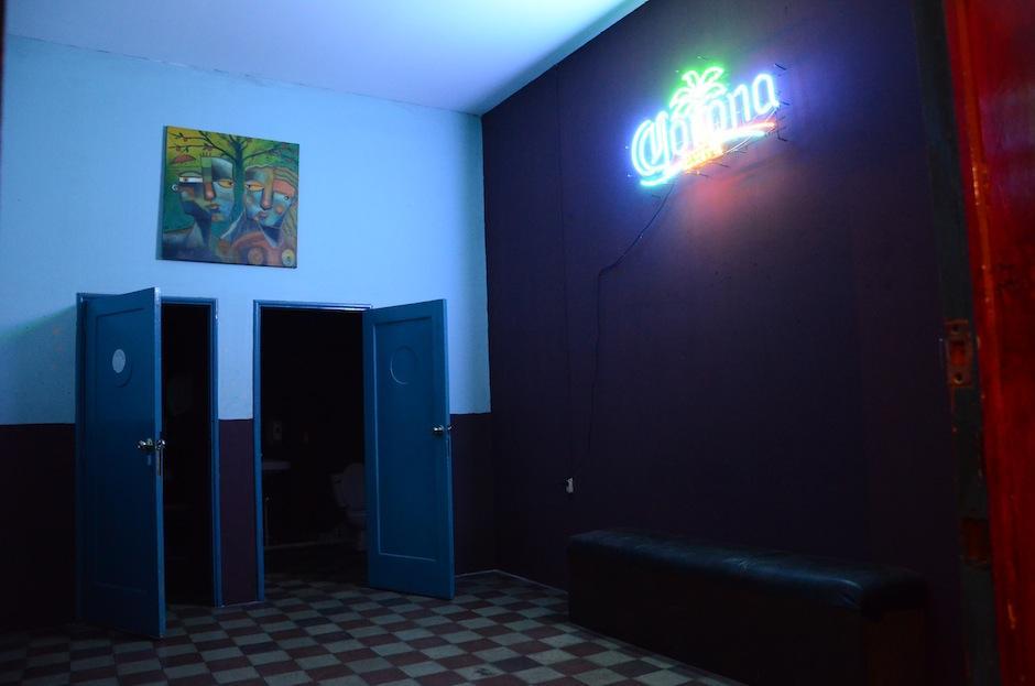 Este es uno de los baños en una de las habitaciones del hotel. (Foto: Selene Mejía/Soy502)