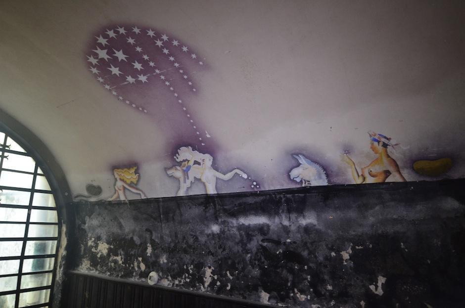 Este es uno de los murales más sorprendentes en una de las áreas que no se ven. De la autoría del artista Alfredo Gálvez Suárez. (Foto: Selene Mejía/Soy502)