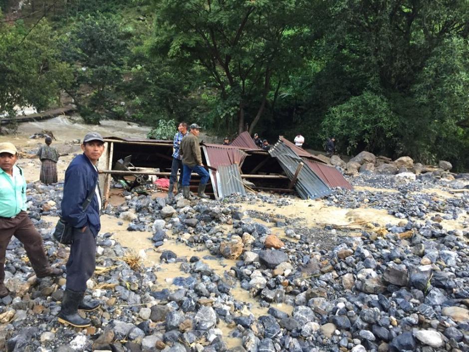 Así quedaron varias casas en el caserío cercano. (Foto: Bomberos Municipales Departamentales)