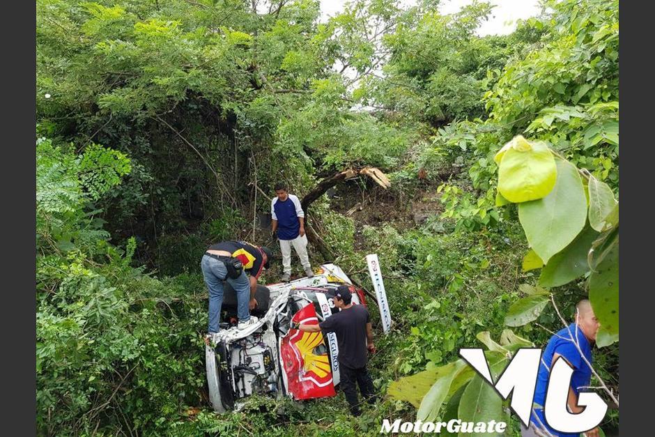 En el fondo de un barranco terminó en Porche de Diego Cuestas. (Foto: Motor Guate)