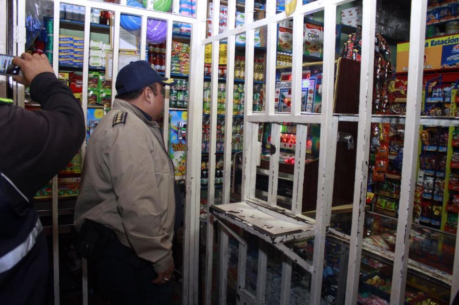 Personal de varias dependencias municipales participó en los decomisos. (Foto: Municipalidad de Mixco)