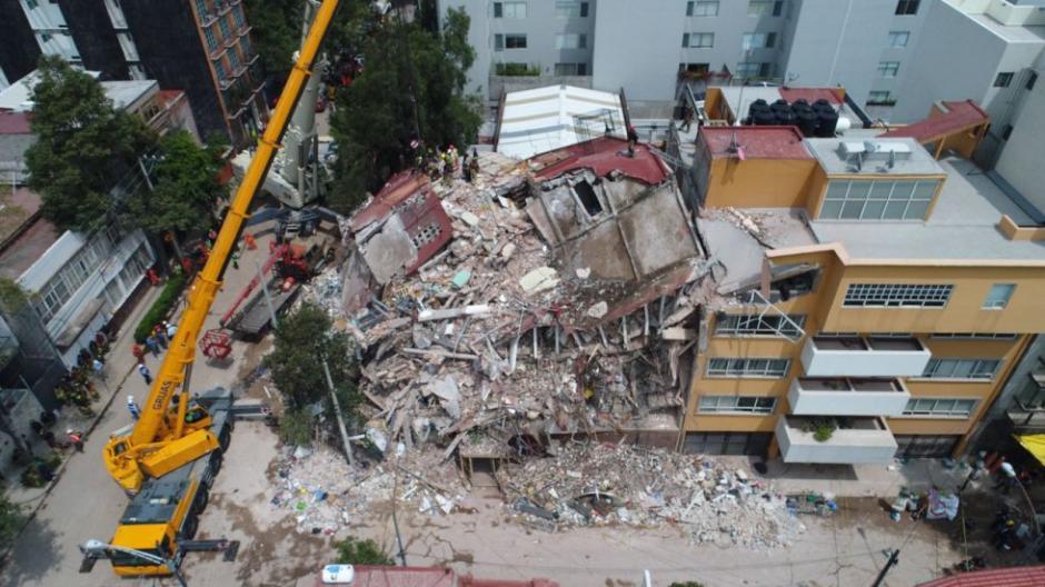Varios edificios colapsaron por el movimiento de tierra. (Foto: Santiago Arau)
