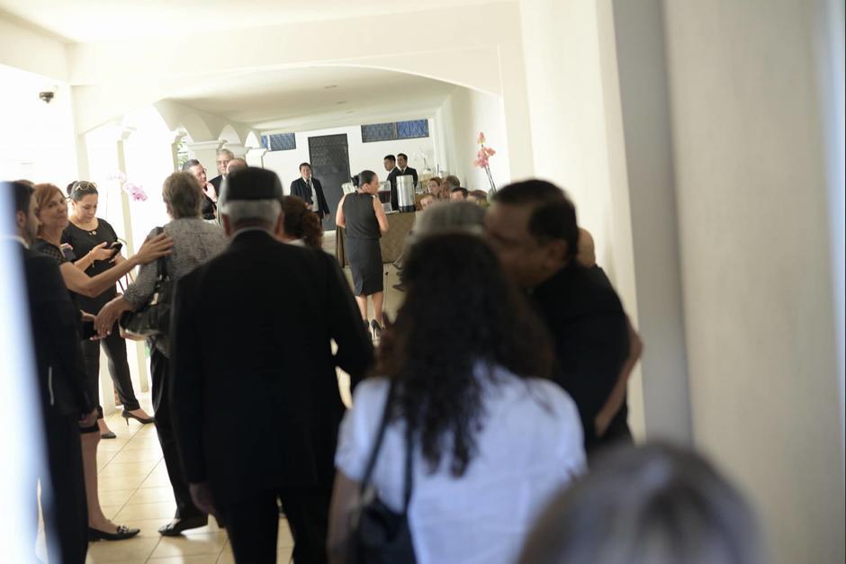 Familiares y amigos participaron en el velorio privado de Ríos Montt. (Foto: Wilder López/Soy502)