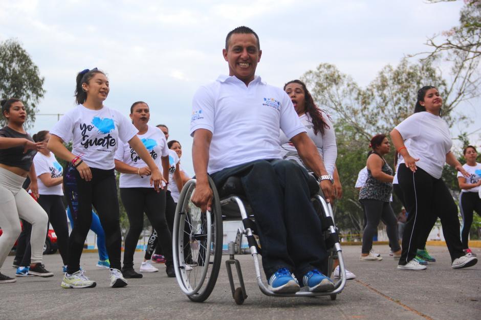 Una de las reglas de Víctor es que la sonrisa no debe faltar en el rostro de sus alumnos. (Foto: Fredy Hernández/Soy502)
